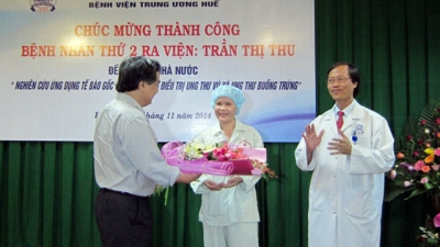 Bệnh viện Trung ương Huế: Điều trị thành công bệnh nhân ung thư buồng trứng bằng tế bào gốc